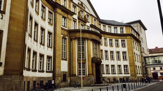 Justitia auf die Finger geschaut: Ein Besuch des Frankfurter Amtsgerichts