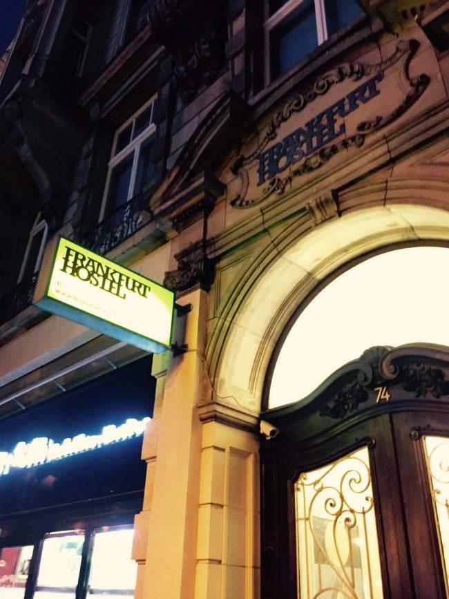"""Als Tourist in der eigenen Stadt: Auf ein Bier im """"Frankfurt Hostel"""""""