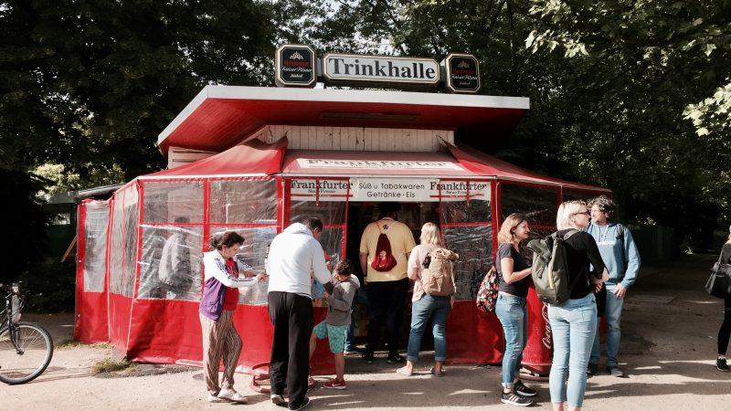 """Auf Trinkhallen-Tour mit den Experten: """"Im Kaleidoskop der Wasserhäuschenkultur"""""""