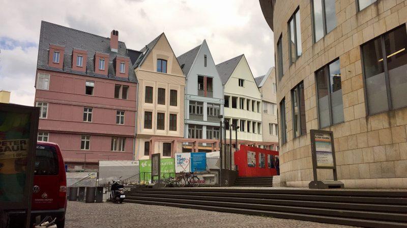 Hinter den Bauzaun gespäht: Die neue Altstadt nimmt Gestalt an
