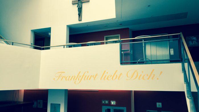"""Bestandsaufnahme im Treppenhaus: Foto-Ausstellung """"Frankfurt liebt dich!"""""""