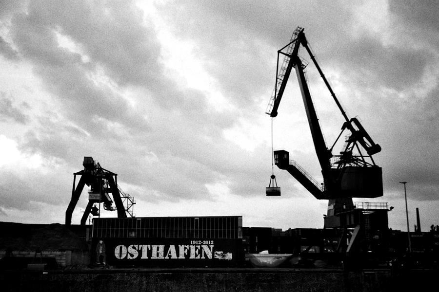 Schwarz, weiß, Frankfurt: Ein aktueller Bilderbogen
