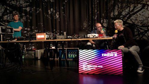 "Hörfunk aus dem Pavillon: Reingeschaut bei ""Radio X"""