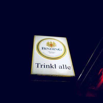 """""""Trinkt alle!"""" – ein Imperativ als neuer Kieztreff"""
